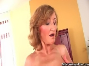 older woman shaving her pussy