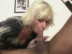 boobs babes pics blondes