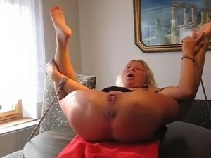 free young girl pissing tube