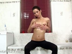 girl pissing like a man video