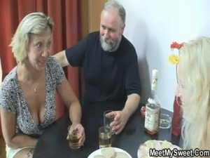 amatuer mature housewife cheating fucking video