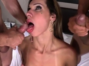 Shemale Hottie Bianca Sereia Gets Assfucked By Two Guys