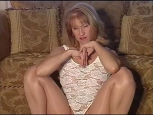 shaved pussy in pantyhose