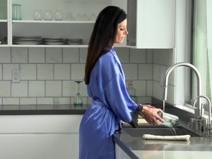 handjob in kitchen xxvideos