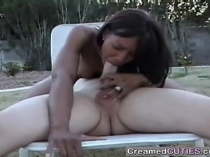 Black girl sucks off white guy
