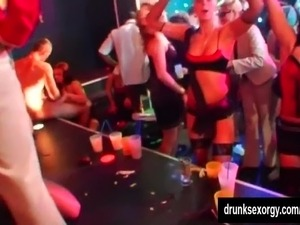 girls dance topless at glamas