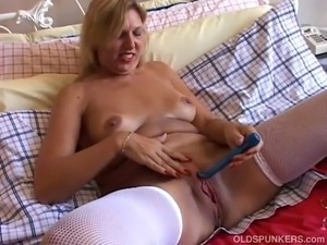 naked amatuer mom movies