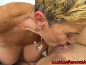 black wet lesbian licking pussy