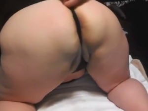 hot shaved pussy pissing