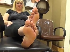young girls dirty feet