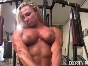 sexy muscle girls dominatris